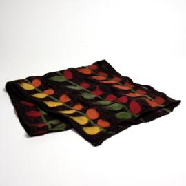 Sjaal vilt op zijde nr. 77  Bruine zijde met bladranken