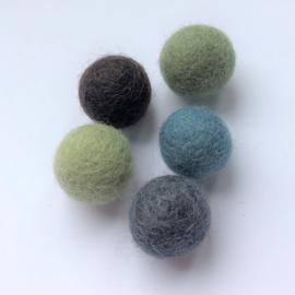 Viltballen 2,2 cm Donkerbruin  038 (per 10 stuks)