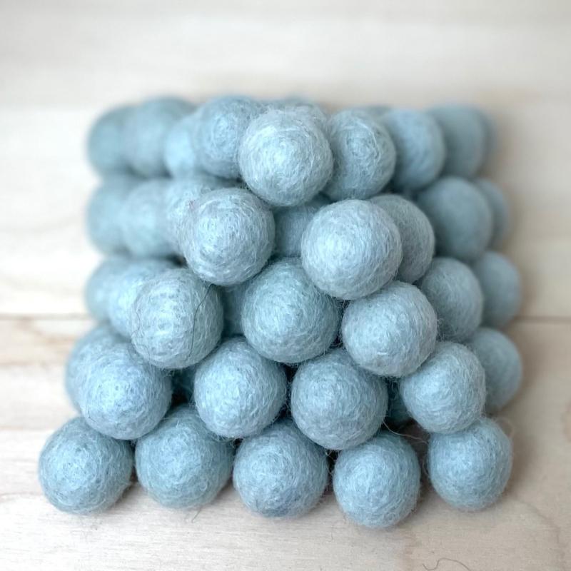 Viltballen lichtblauw/grijs 381
