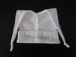 Mutsje met knoopjes HELLO WORLD