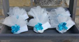 Tule met blauw bloemetje
