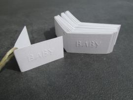 Naamkaartje wit tekst BABY