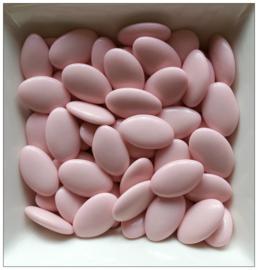 Chocolade dragees (suikerbonen) licht roze