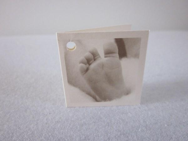 Naamkaartje sepia met voetje