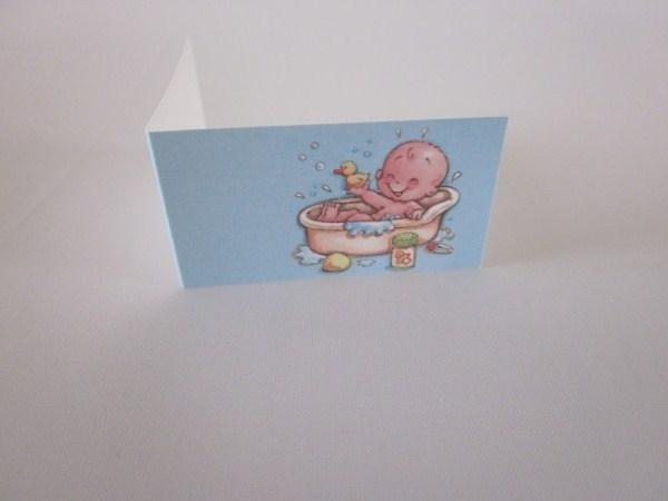 Naamkaartje blauw baby in bad