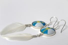 Crazyclage - oorbellen met veer - zilveren oorbellen met kroonkurk en veer