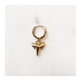 By Nouck - Earring Shark Tooth - oorsteker/hanger goldplated - per stuk