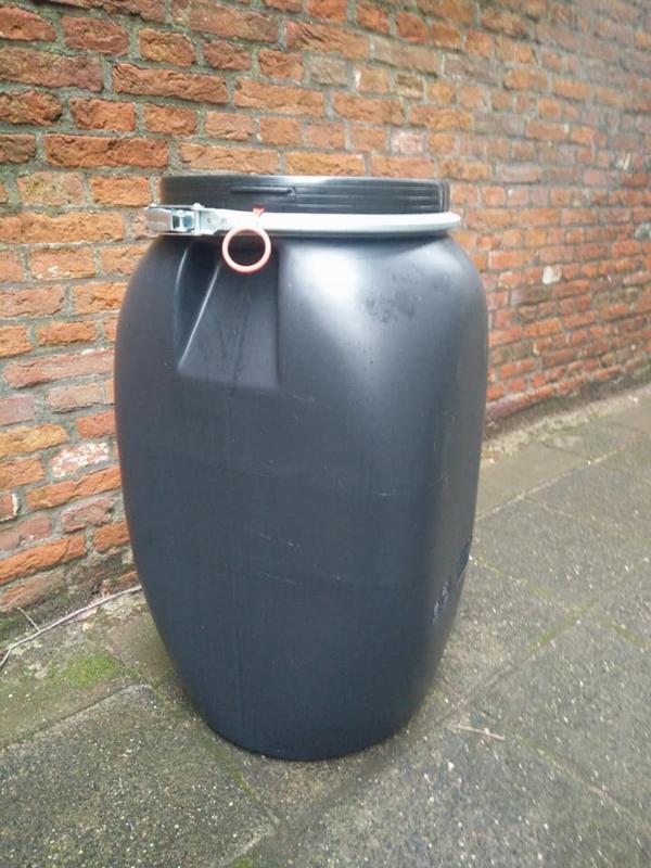 Plastic 60 liter plat model zwart
