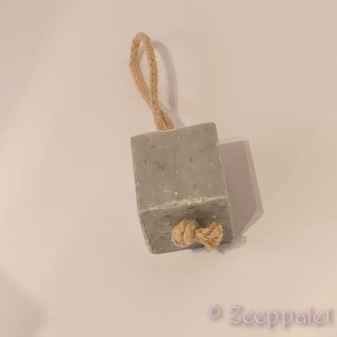 Blok zeep aan koord, Oranger/Miel