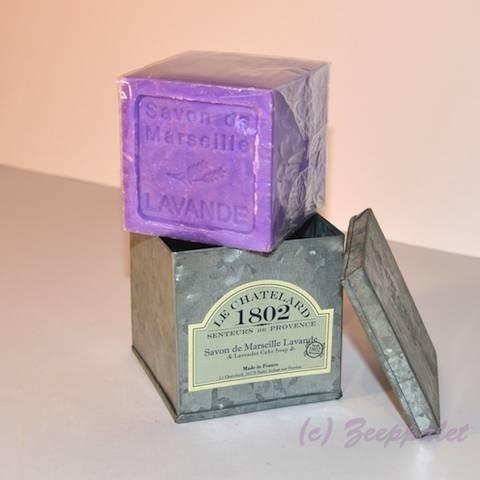 Blok marseillezeep in blik, lavende