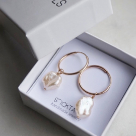 Sweetwater pearl oorbellen goud