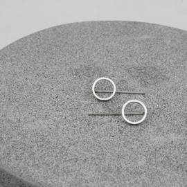 Circulair klein oorbellen zilver