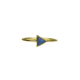 Triangle blue opal ring goud