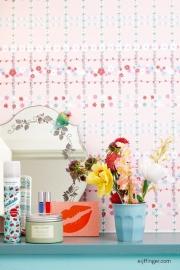 Eijffinger Rice 359034 bloemen blok ruit aquablauw wit achtergrond roze