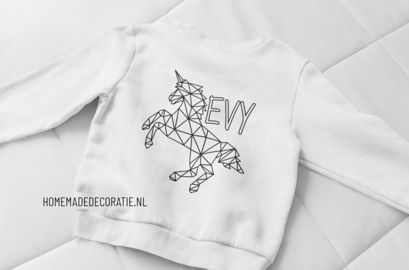 Sweater met naam om te kleuren unicorn