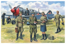 ICM48084 1:48 ICM Soviet Air Force Pilots and Ground Personnel (1943-1945)