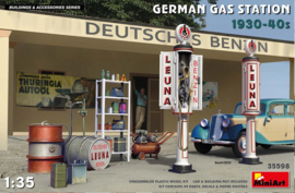 MN35598 1:35 Miniart German Gas Station 1930-40s