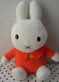 Nijntje knuffel oranje zittend model