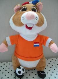 Hamster knuffel oranje met voetbal | Albert Heijn
