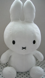 Nijntje knuffel wit zittend | Miffy Mercis