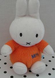 Nijntje Miffy knuffel oranje