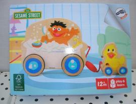 Sesamstraat Ernie in badkuip met eendje | hout | Pull Along