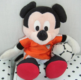 Mickey Mouse Disney knuffel met voetbal | Nicotoy