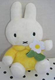 Nijntje knuffel geel met bloem | MTD