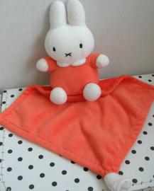 Nijntje knuffeldoekje oranje | Tiamo