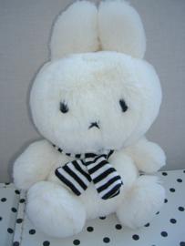Nijntje knuffel wit met sjaaltje | Miffy Mercis