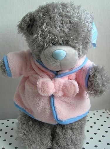 Beer knuffel met roze badjasje   Me to You G01W3788