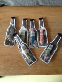 flesjes met geld naar keuze