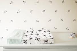 AANKLEEDKUSSENHOES - Zwart wit vogelprint met oud groene wafel
