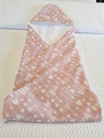 BADCAPE- Pijltjes roze/wit met witte badstof