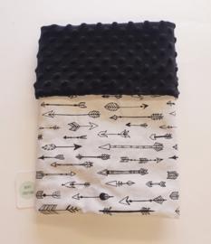 WAGENDEKEN- Zwart wit pijltjes met zwarte minky