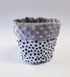 COMMODEMANDJE- Zwart -witte dots met grijze minky