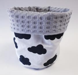 COMMODEMANDJE- Zwart-witte wolken met grijze wafelstof