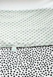 WAGENDEKEN - Zwart-wit dots met oud groene minky