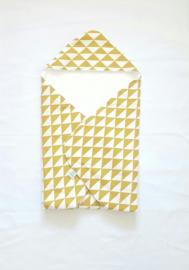 BADCAPE- Oker gele driehoekjes met witte badstof