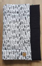 BOXKLEED- Zwart-wit veertjes met zwarte wafelstof