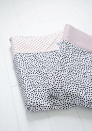 AANKLEEDKUSSENHOES - Zwart- wit dots met roze minky