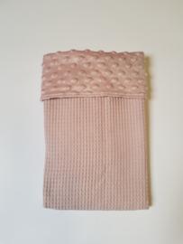 WAGENDEKEN- Oud roze minky met oud roze wafel