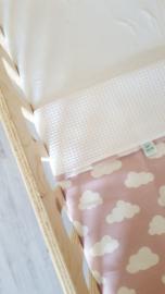 LEDIKANTDEKEN - Wolkjes roze/wit met wafelstof naar keuze