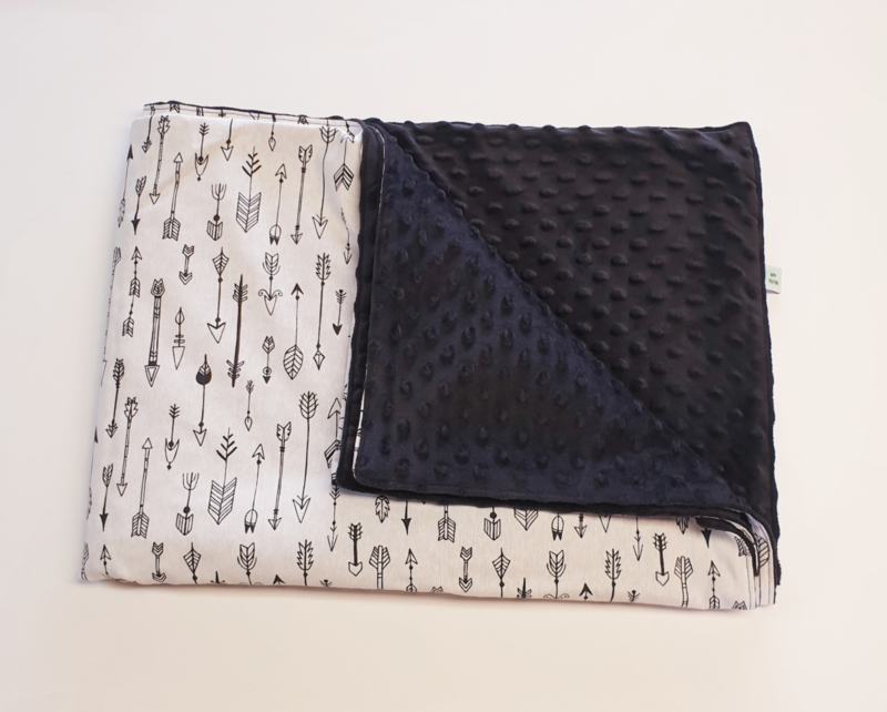 LEDIKANTDEKEN- Zwart wit pijltjes met zwarte minky