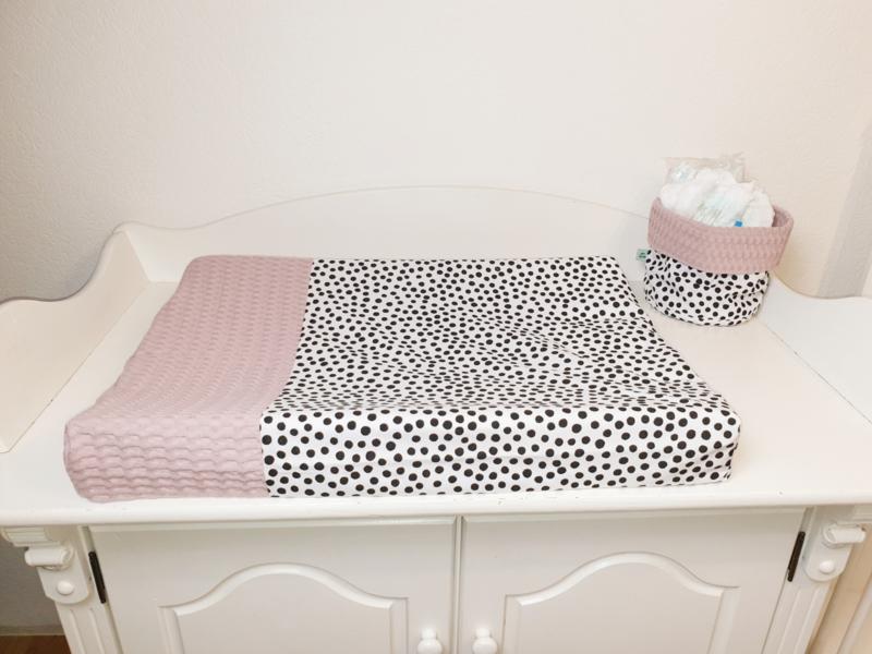 AANKLEEDKUSSENHOES- Zwart-witte dots met oud roze wafelstof