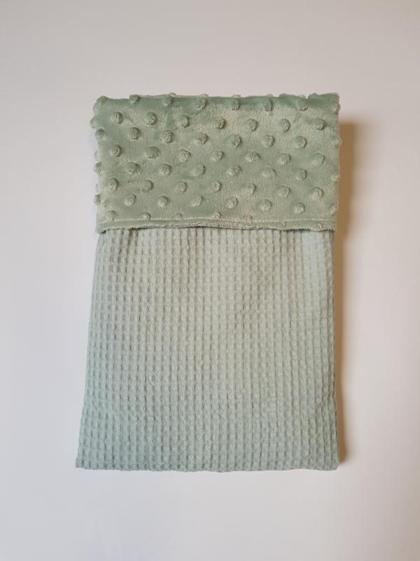 WAGENDEKEN- Oud groene minky met oud groene wafel