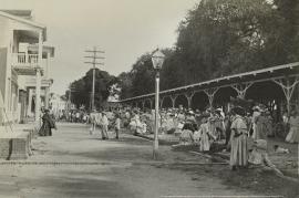 Overdekte markt Heiligen weg Paramaribo , 1895 - 1898 (FOTO achter PLEXIGLAS - ANTI REFLEX op alu-dibond)