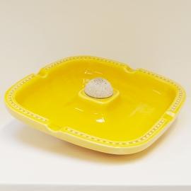 Grote vierkante asbak geel