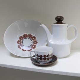 Groot bord, thee kan en kop