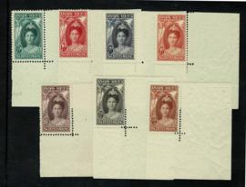1923. 104/110 Jubileum.  Luxe serie in hoekrandstukken **